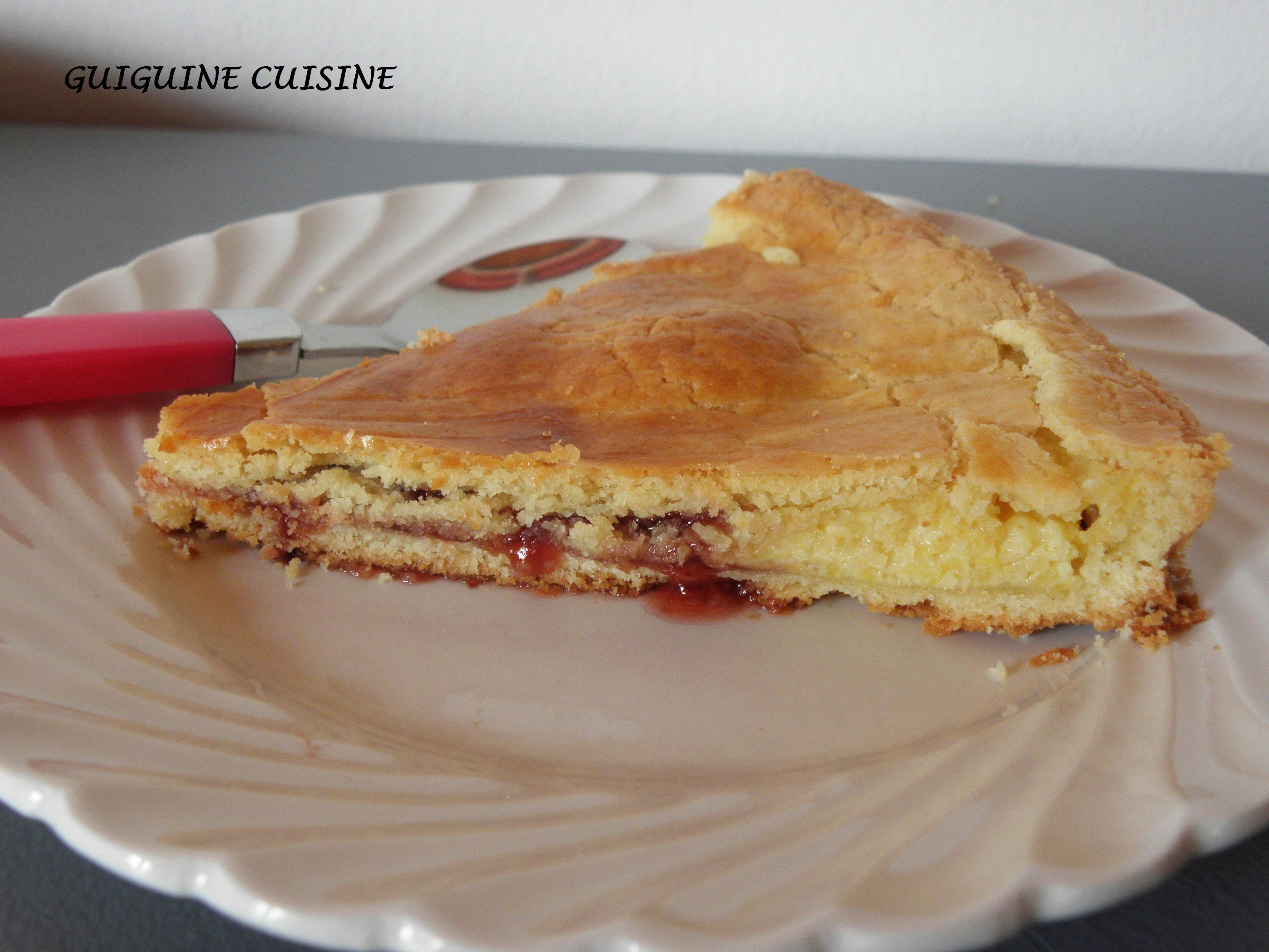 gateau basque de c felder aux fraises guiguine cuisine